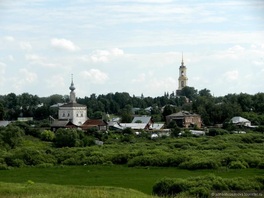 Ильинский луг и Преподобенская колокольня Ризоположенского монастыря (самое высокое здание Суздаля)