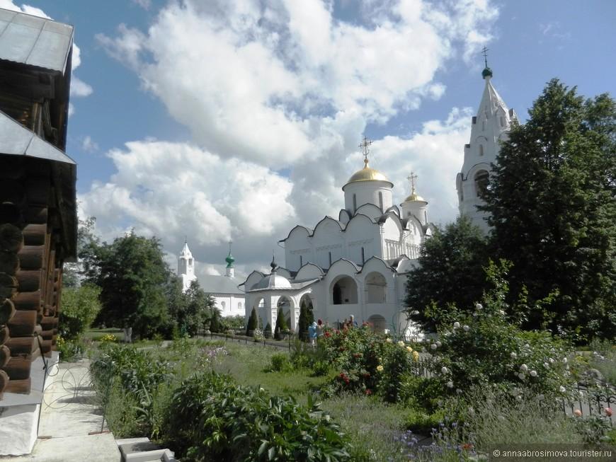 Покровский собор Покровского монастыря.
