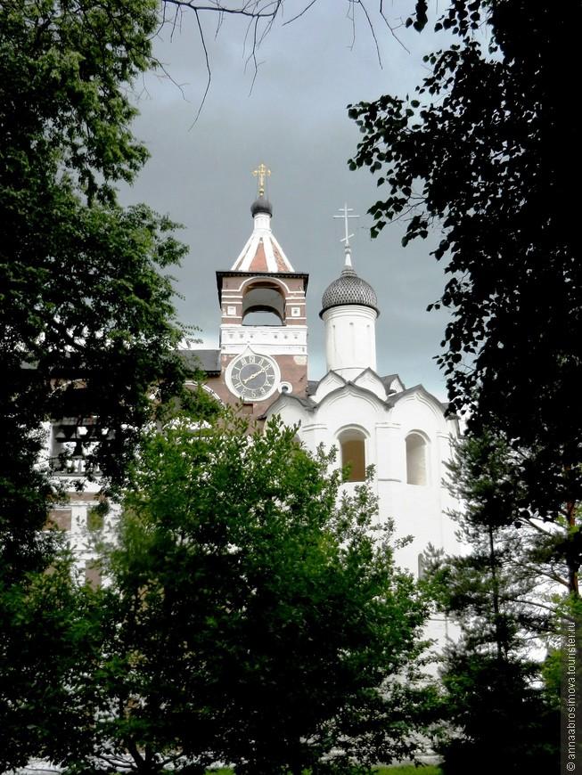 Звонница Спасо-Ефимиевского монастыря. Нам повезло! Мы слышали как звонят колокола этой звонницы