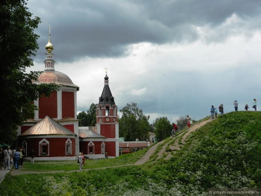 Успенская церковь и земляной вал Кремля