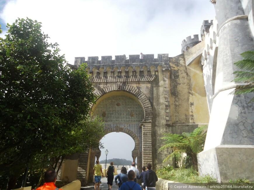 Вход во Дворец Пена