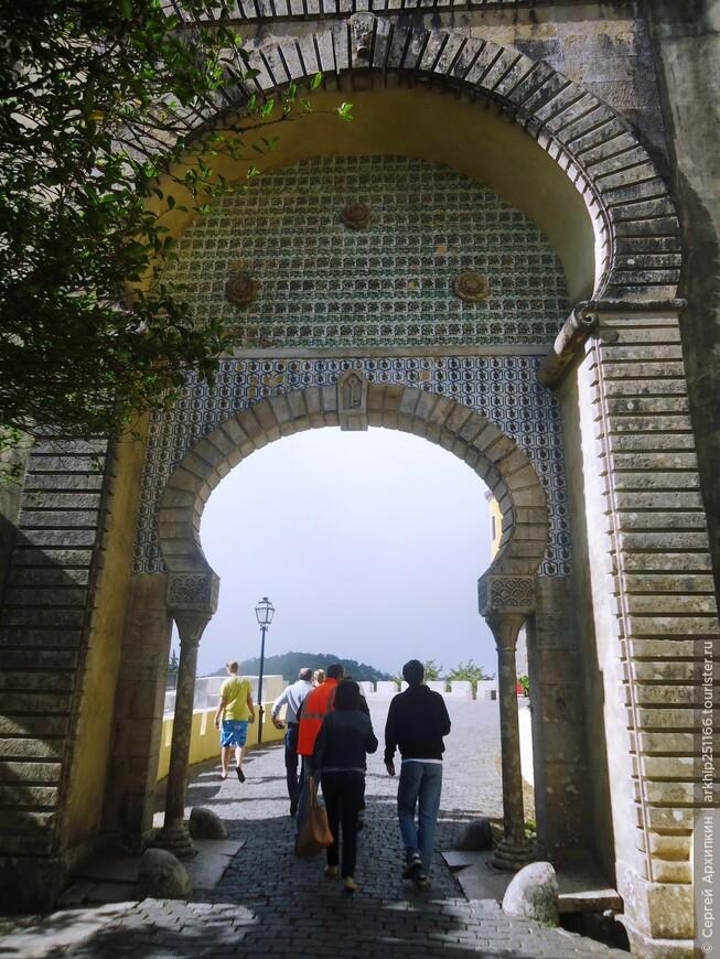 Ворота в Мавританском стиле во дворце Пена