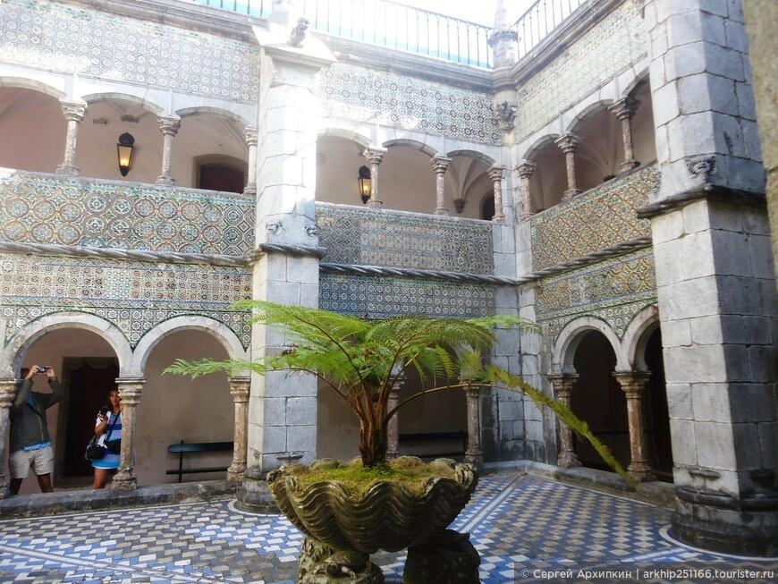 Внутренний дворик дворца Пена в мавританском стиле