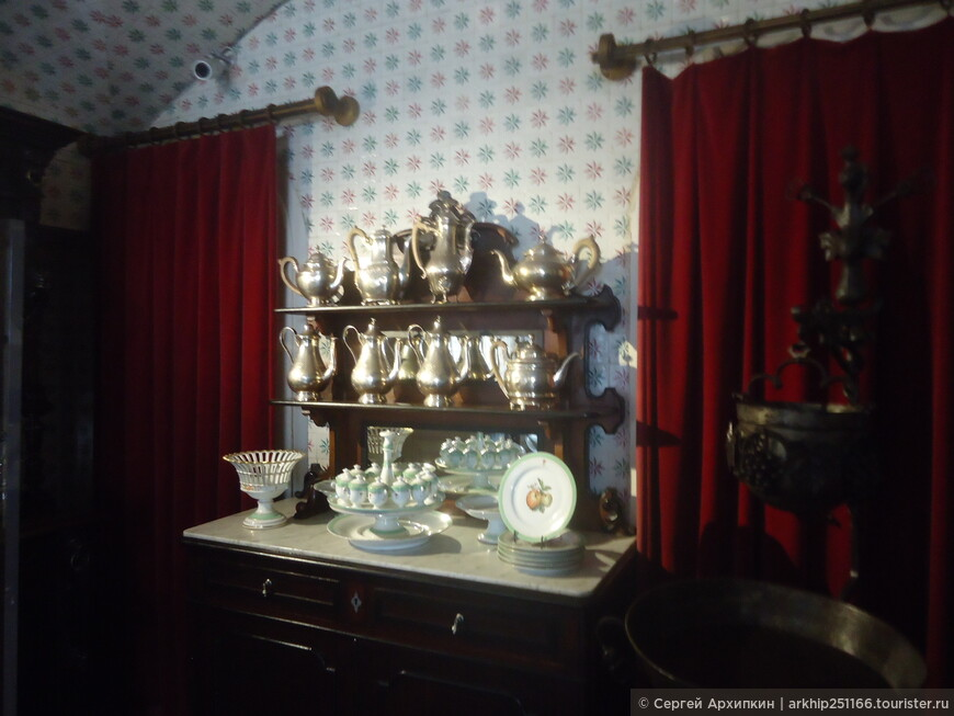 Важно,что обстановка во дворце сохранилась без изменений с тех пор как тут жили португальские монархи