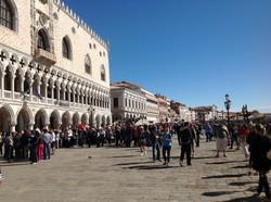 В Венеции запретили чемоданы на колесиках