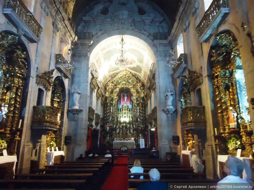 В церкви Игрежа-ду-Карму в Порту