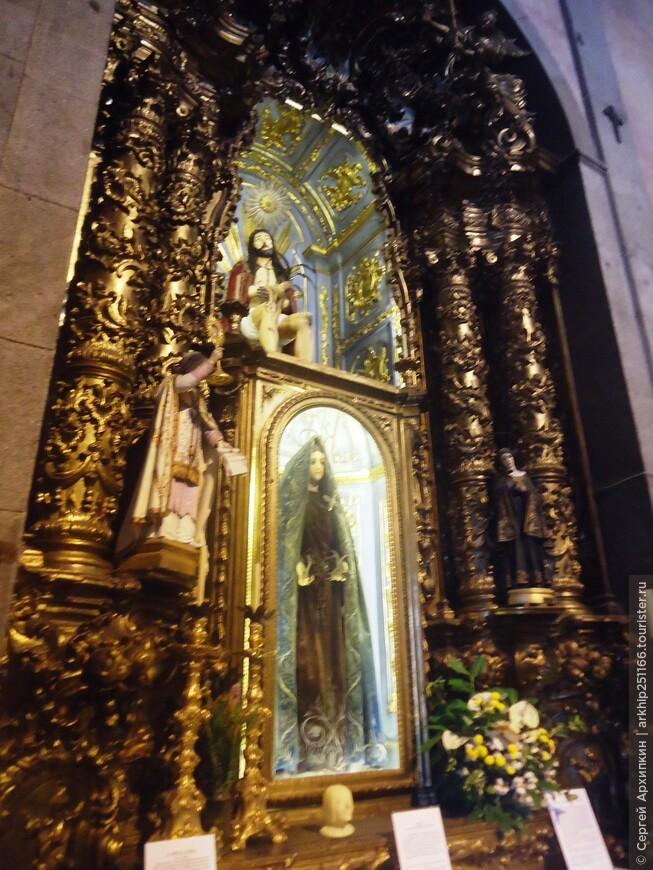 В церкви Игрежу -ду-Капму в Порту