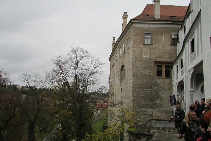 Фасад замка. Вид с Плащевого моста