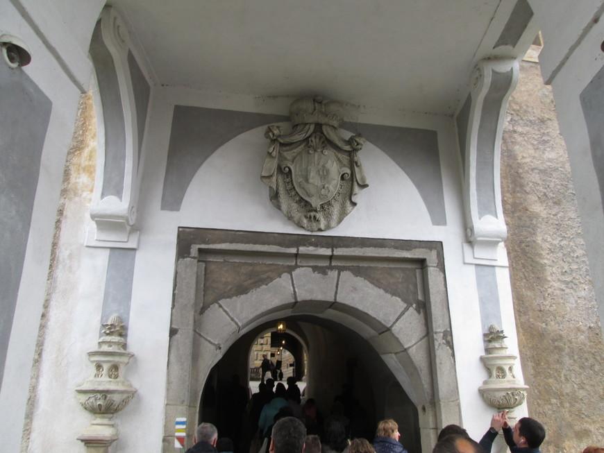 Проход на IV замковый двор