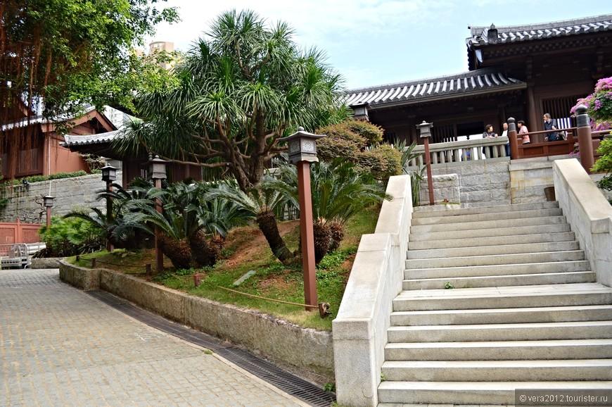 Вход в храмовый комплекс монастыря