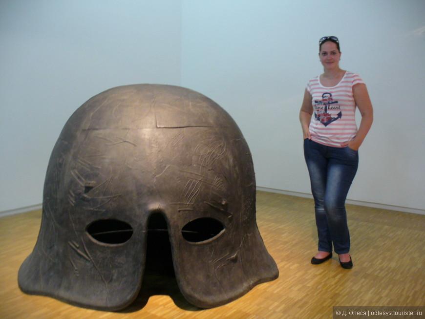 огромный шлем