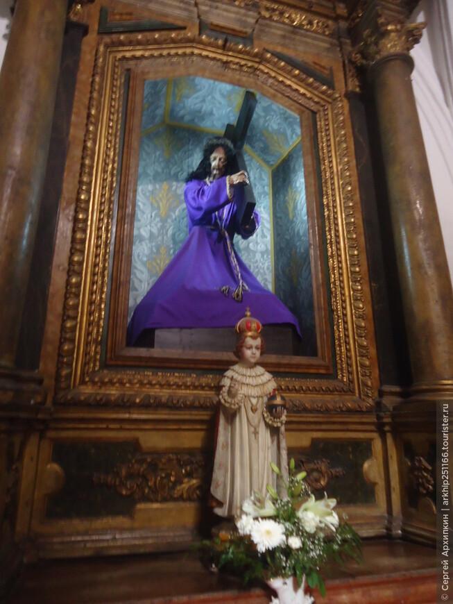 В церкви монастыря Санта-Круз в Коимбре