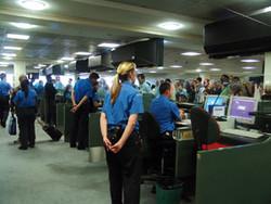 Стюардессу из Кургана не пустили на международный рейс из-за долга по кредиту