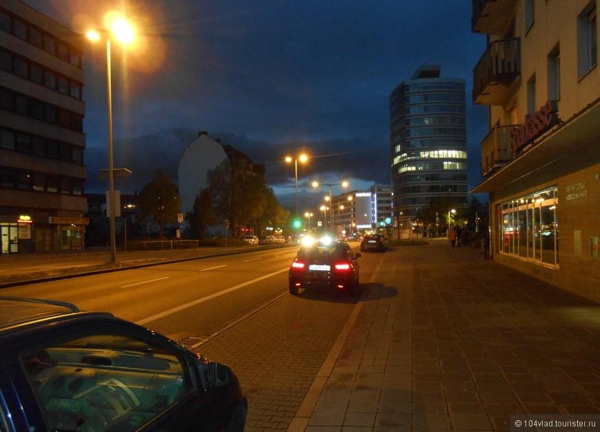 Удалось поснимать и  ночной город.