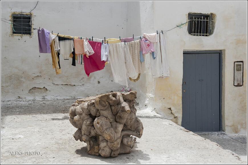 Евреи, как и португальцы, тоже повлияли на облик многих городов Марокко, в том числе и Аземмура.