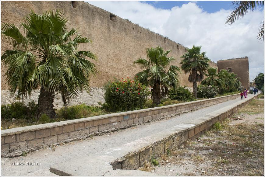 В 14 веке его превратили в крепость.