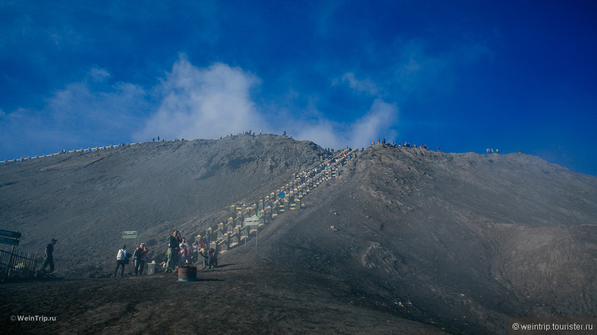 Лестница к кратору вулкана Бромо