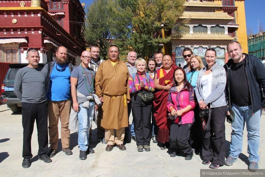 Тибетская область Кхам. Монастырь Чанцинчунь Каэр.  Это было первое волшебство на пути к горе Ченрезиг! В первом же монастыре Чанцинчунь Каэр нас встретил Живой Будда и одарил благословением!