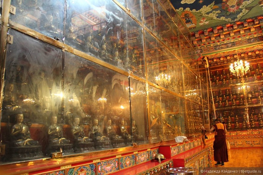 Тибетская область Кхам. Монастырь Чанцинчунь Каэр.  Павильон Мастера Цонкапа.