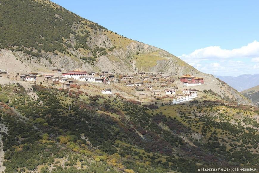 Тибетская область Кхам. Настоящий Тибет!  Только здесь еще, пожалуй, сохранились монастыри, к которым не пробраться на автомобиле, только пешком!