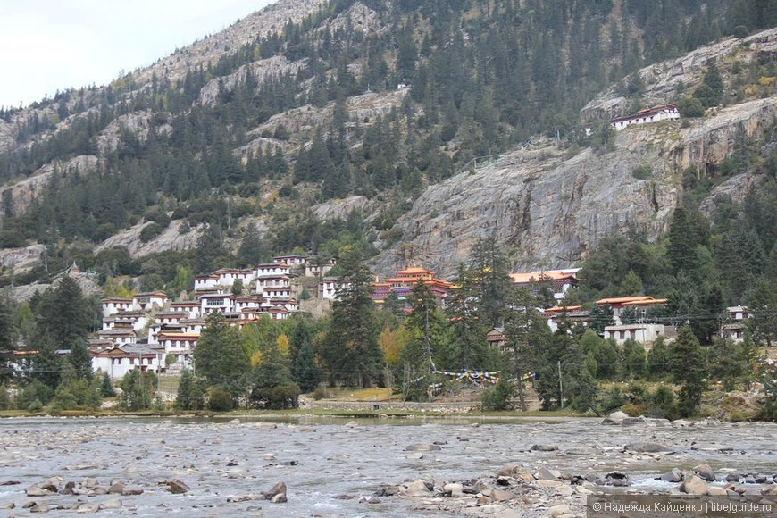 Тибетская область Кхам. Монастырь Банпусы, школа Кагью... Удивительное место. Хотите приехать сюда на какое-то время?  Нет ничего невозможного!
