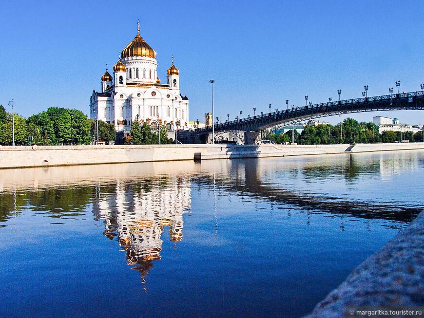 храм Христа Спасителя в отражении Москвы реки