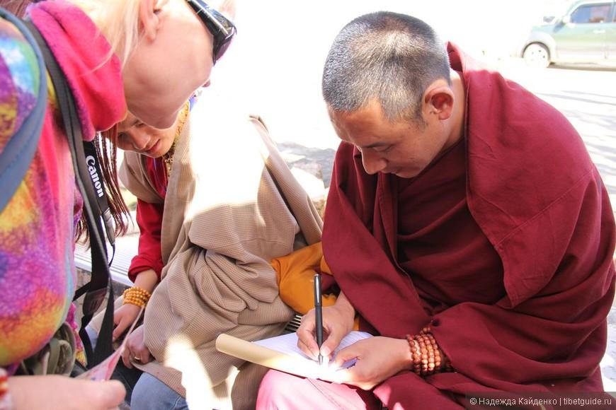 мы оставляли имена в монастырские книги, чтобы их прочли на ближайшей службе