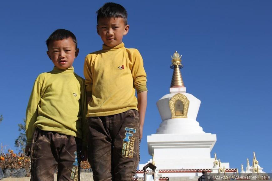 тибетские мальчишки