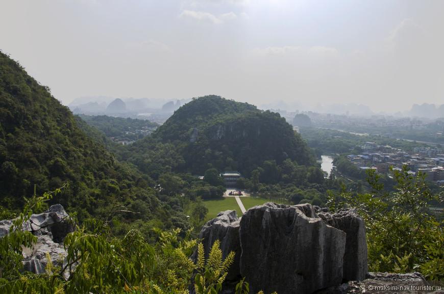 Виды на Гуйлинь с высоты горы Путо. Гора получила своё название от знаменитой священной горы Путошань в Чжецзяне.