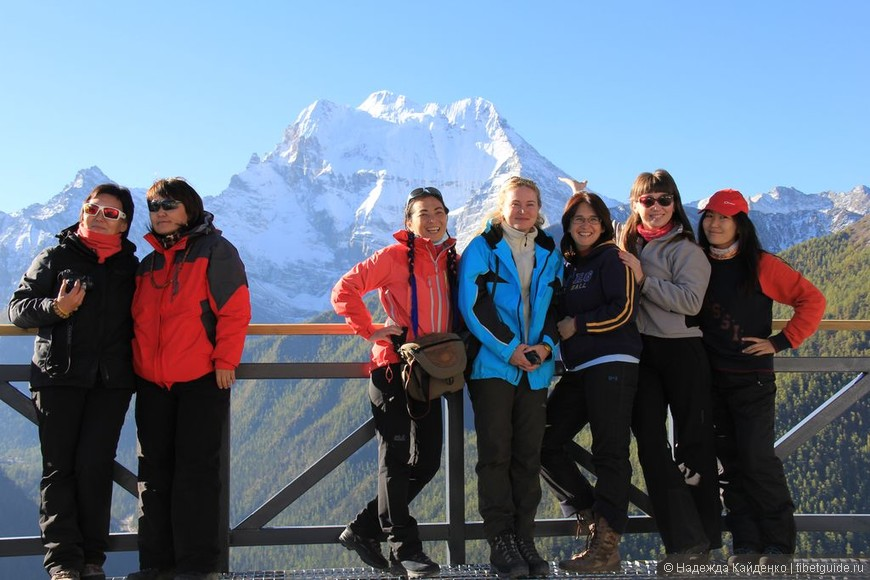 Священная тибетская гора Ченрезиг - гора Авалокитешвары, Бодхисатвы сострадания. Паломники из Бурятии.