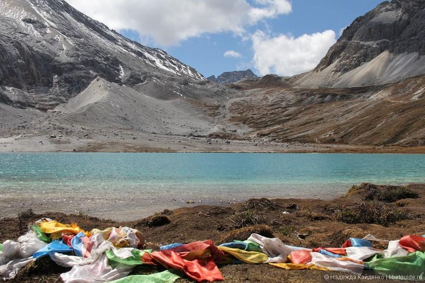 Священное Молочное озеро.  После него подъем к Пятицветному озеру, а дальше на самый высокий перевал дня.