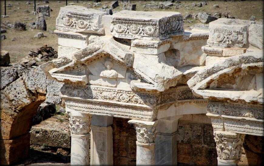 В 395 г. город переходит под управление Византии. В 1097 г. город был передан турецкому султану в качестве военной компенсации. В дальнейшем Иераполис вместе с расположенными рядом городами Лаоди́кия и Колоссы является спорной территорией и несколько раз переходит из рук в руки. Окончательно город переходит под власть турок в 1210 г. В 1354 году мощное Фракийское землетрясение окончательно разрушило город.