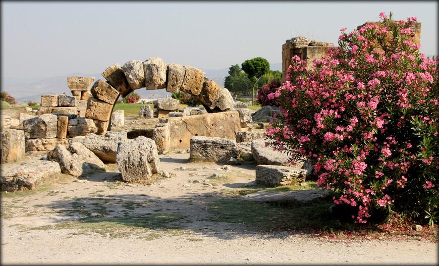 • Древнегреческий театр в Иераполе