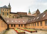 Крепость Акерсхус в пелене дождя.