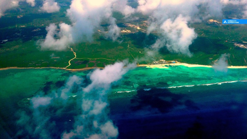 Вид на Косумель в облаках с воздуха (с самолета). Остров Косумель, Ривьера Майя, Юкатан, Мексика www.yuriev.tv