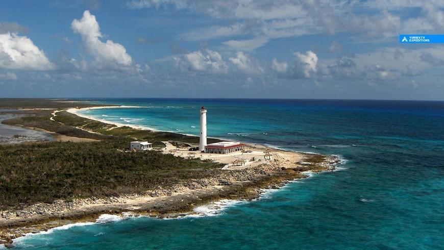 Маяк на южной оконечности этого карибского острова в крокодиловом заповеднике Пунта Сур. Ривьера Майя, Юкатан. www.yuriev.tv