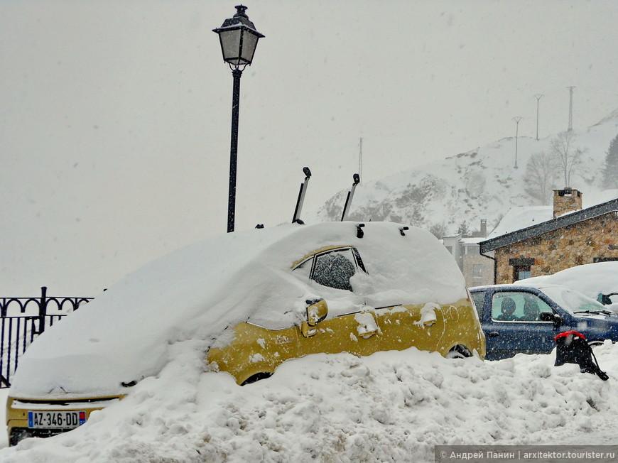 Это не наша машина. Но нашу завалило также.