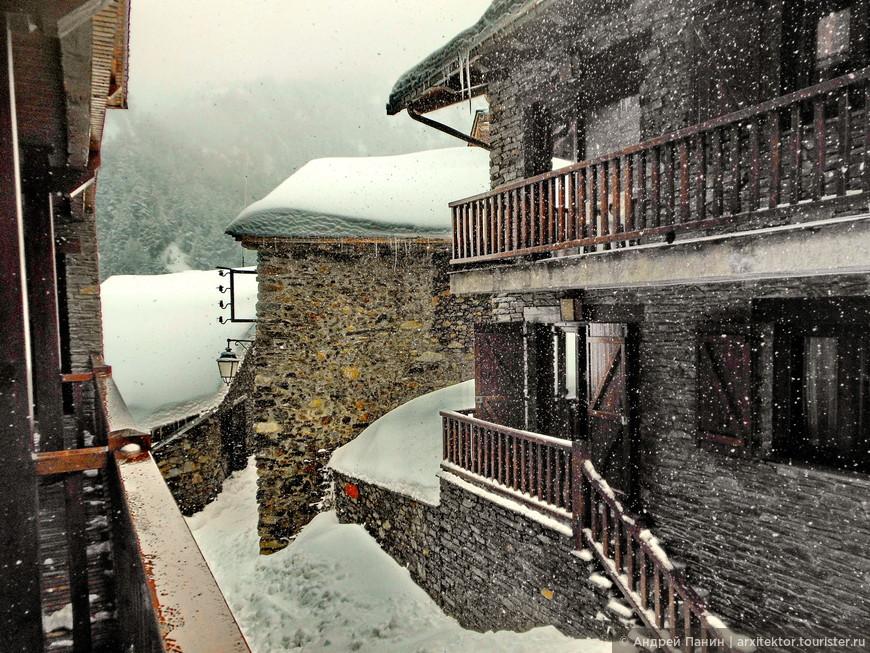 Снег идет. Красиво.