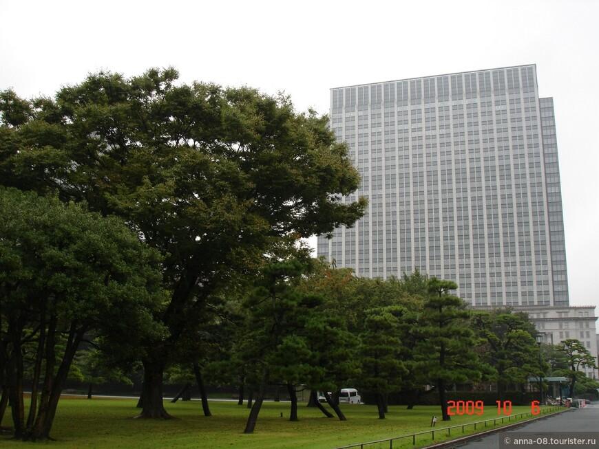 Дорога к Императорскому двору идет через Национальный парк, который когда-то был императорским.