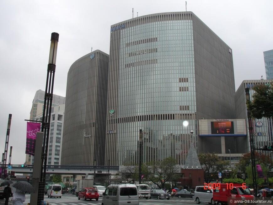 """Гинза. В здании Million Bilding размещаются универмаги """"Ханкю"""" и """"Сэйбу""""."""