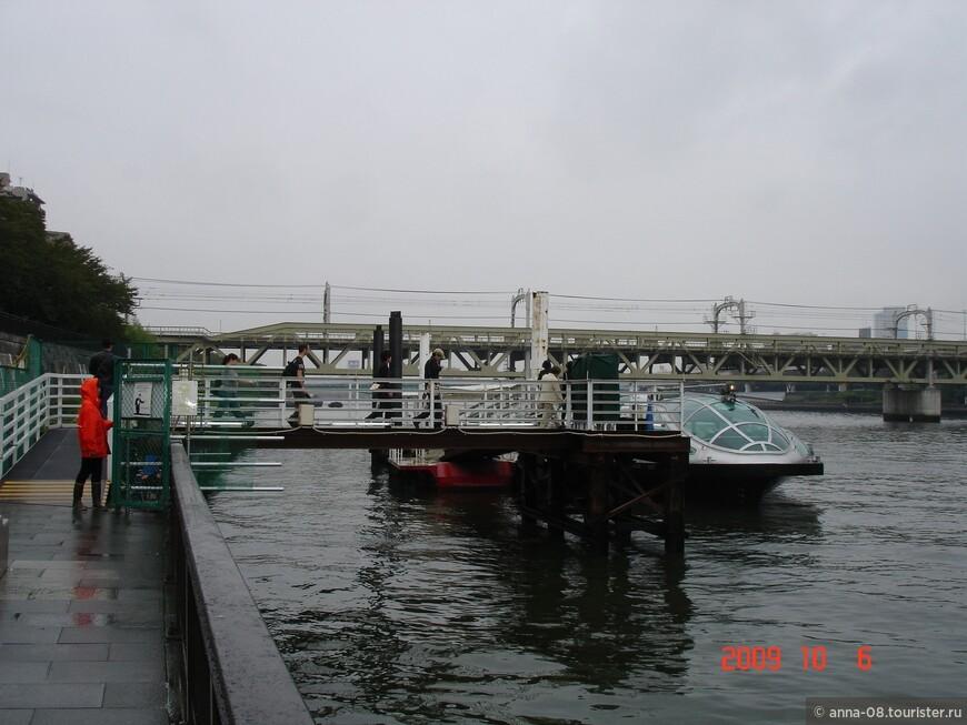 Отсюда мы отправляемся в круиз по реке Сумида от района Асакуса до Одайба.