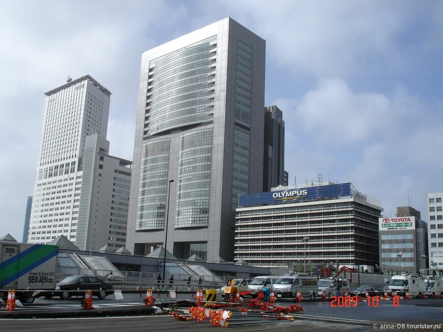 В центре - Штаб-квартира железнодорожной компании Восточной Японии.