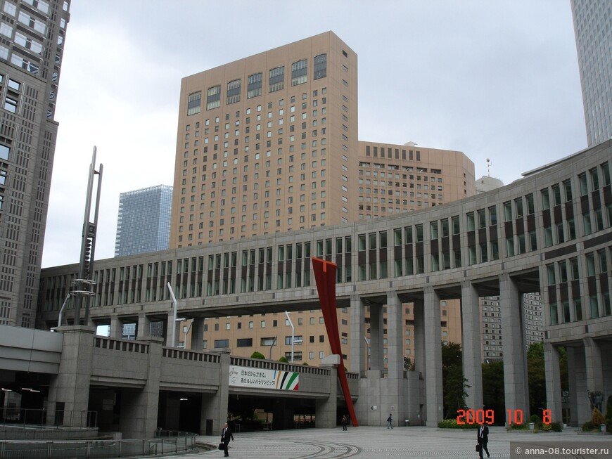 Все три здания комплекса соединены переходами.