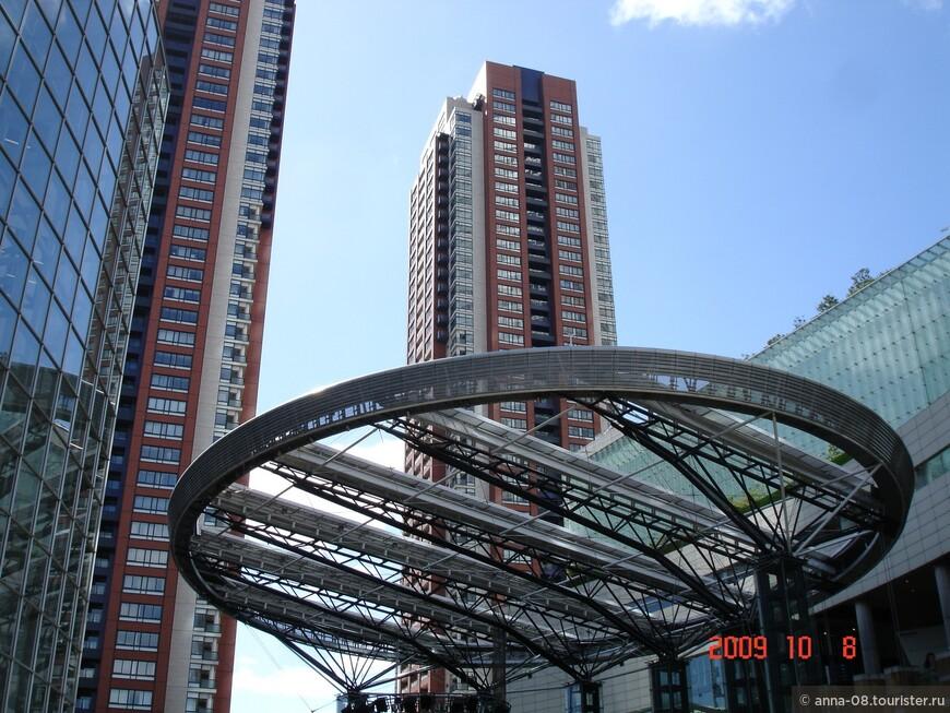 Роппонги Хиллз (Roppongi Hills) – крупнейший торгово-развлекательный комплекс в центре Токио.
