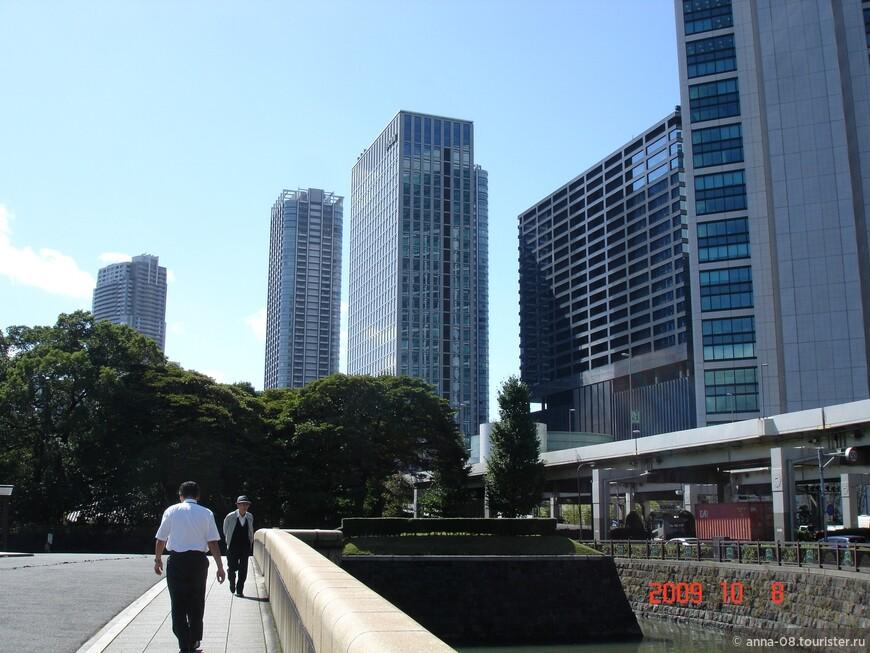 Мы идем смотреть один из красивейших садов Токио - общественный парк Хамарикю. История парка началась вместе с историей Токио или Эдо, как тогда назывался город.
