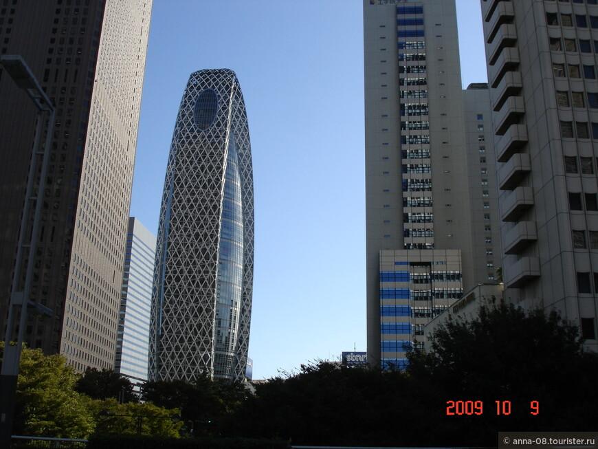 Башня-кокон Модэ Гакуэн- учебное здание. В нем размещается японская школа дизайна «Модэ Гакуэн», колледж информационных технологий и дизайна HAL Tokyo, а также медицинский колледж Shuto Iko. Башня-кокон имеет высоту 203.65 метров и насчитывает 50 этажей.