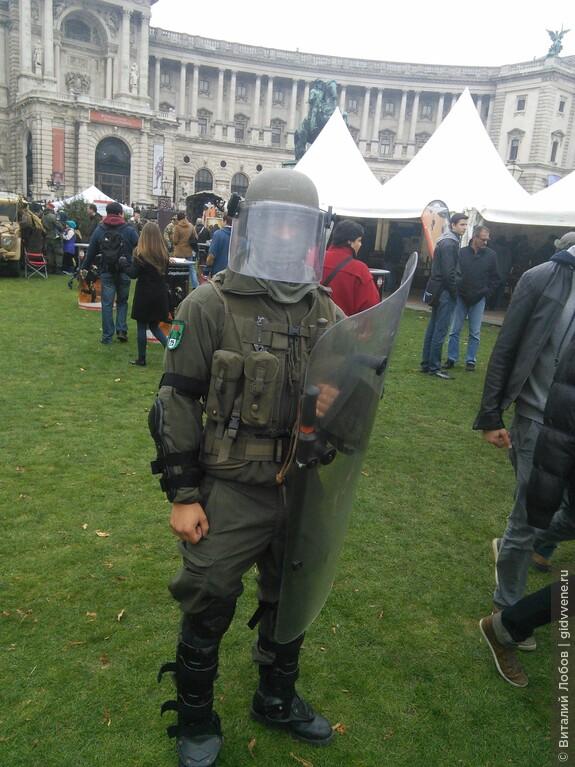 В Австрии действует всеобщая воинская повинность.
