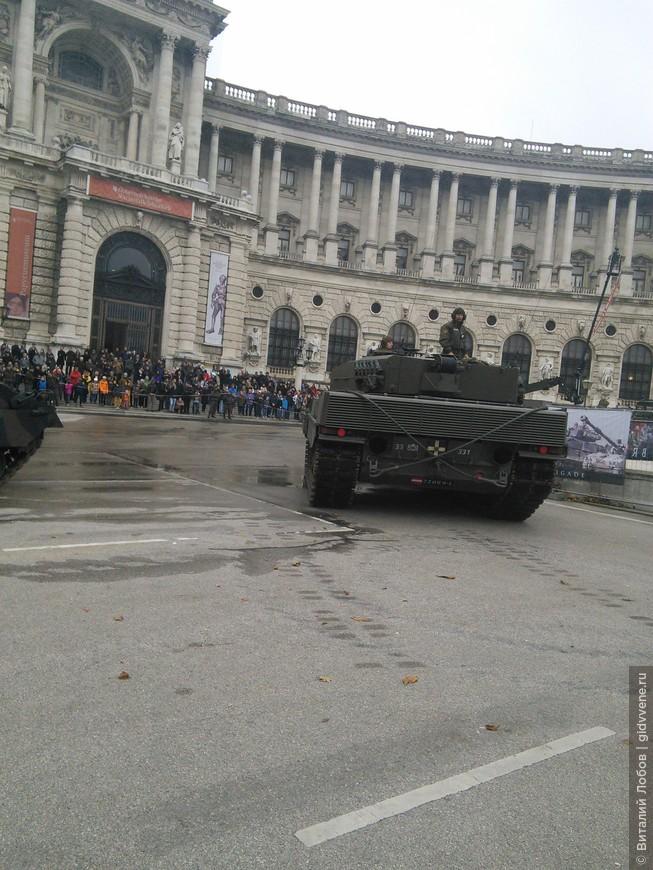 Парад танков и прочей тяжелой техники.