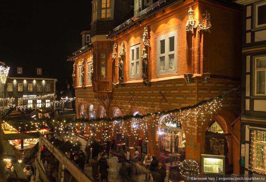 Кайзерворт или здание купеческой гильдии было построено на рыночной площади госларским купечеством в конце 15 века, еще до того, как была воздвигнута городская ратуша.