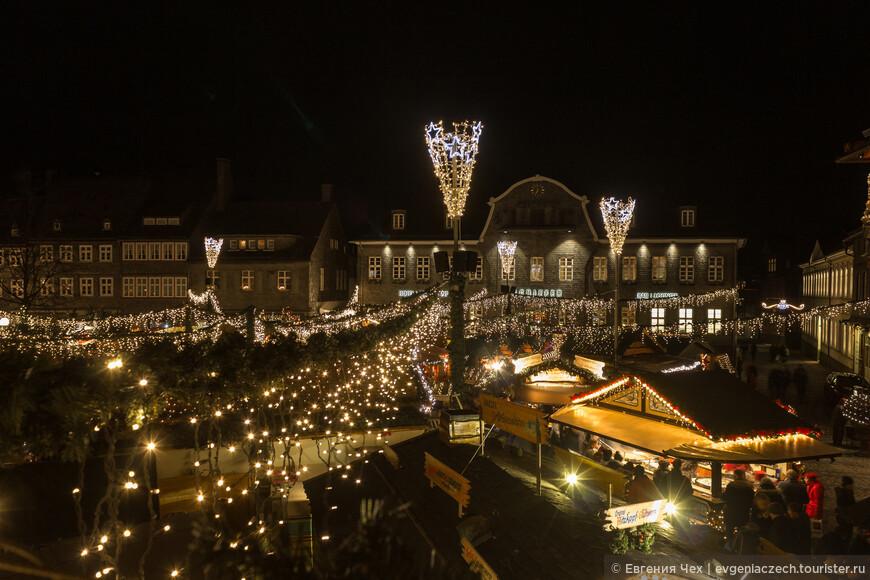 Рыночная площадь в сиянии праздничных огоньков